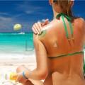Cremă de soare Beach BB SPF15 cu particule strălucitoare
