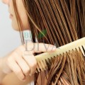 Pieptene din lemn de bambus pentru descâlcirea părului