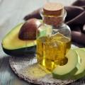 Mască nutritivă pentru păr uscat cu extract de avocado